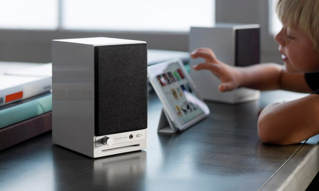 Wired vs Wireless Speakers - Which One is Good? 1